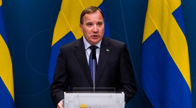 Swedish prime minister defends Christmas shopping mall trip